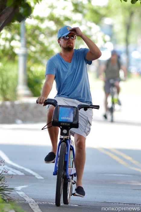 Леонардо ДиКаприо наслаждается велопрогулкой