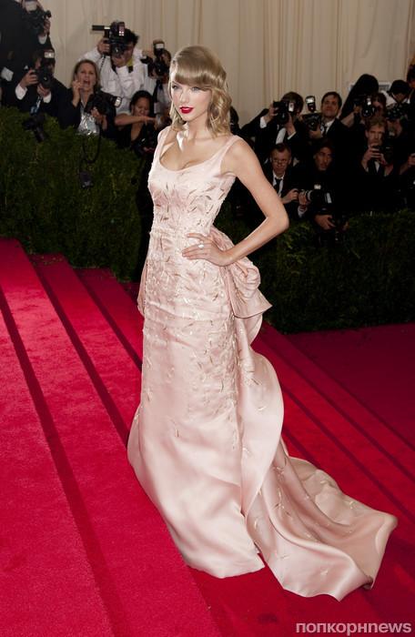 Тейлор Свифт в Oscar de la Renta на Met Ball 2014
