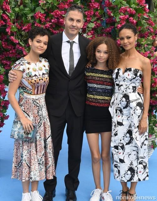 Тэнди Ньютон с мужем и дочками