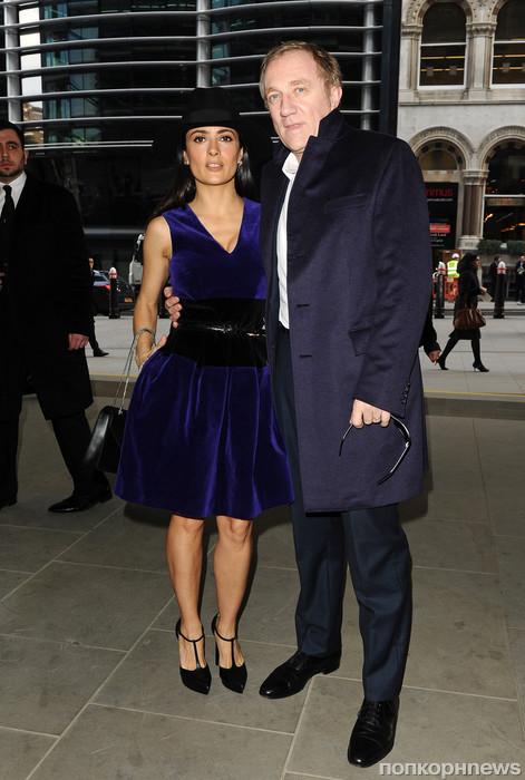 Сальма Хайек с мужем на показе Christopher Kane