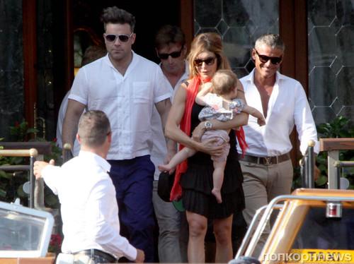 Робби Уильямс с женой и дочерью в Венеции