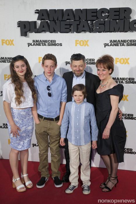 Энди Серкис с семьей