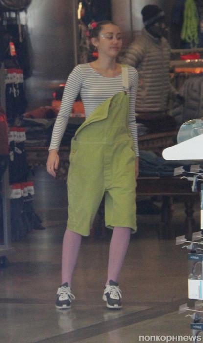 Майли Сайрус прошлась с мамой по магазинам