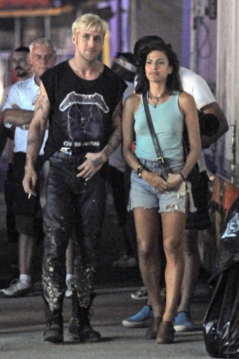 Ева Мендес и Райан Гослинг на съемках фильма «Место под ...