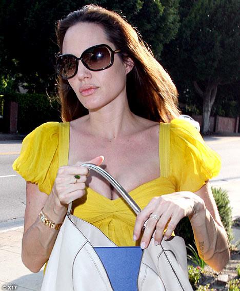 И снова про вены на руках Анджелины Джоли