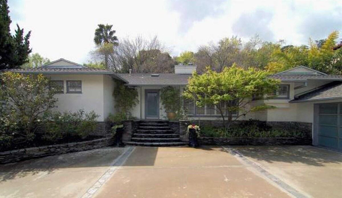 Лейтон Мистер купила дом в Лос-Анджелесе