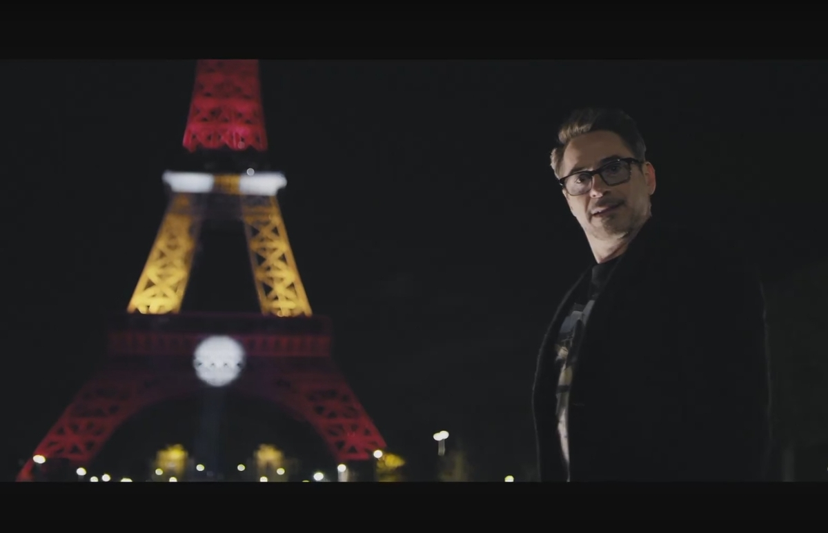 Роберт Дауни младший окрасил Эйфелеву башню в цвета Железного человека