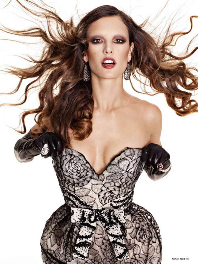 Алессандра Амбросио в журналах Numéro. Япония.  Январь / Февраль 2011 и Vogue. Мексика. Декабрь 2010