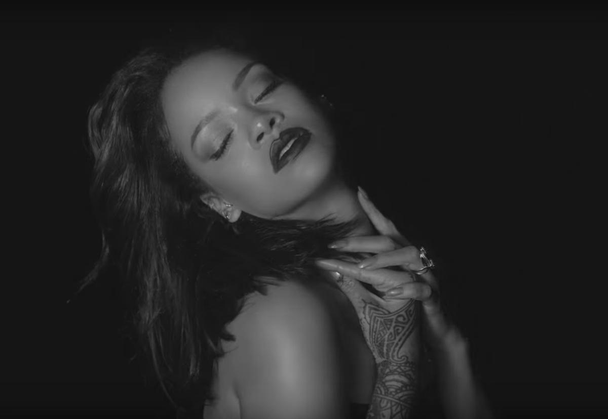Рианна представила новый клип Kiss It Better