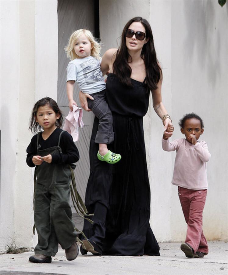 Анджелина Джоли предоставляет полную свободу детям