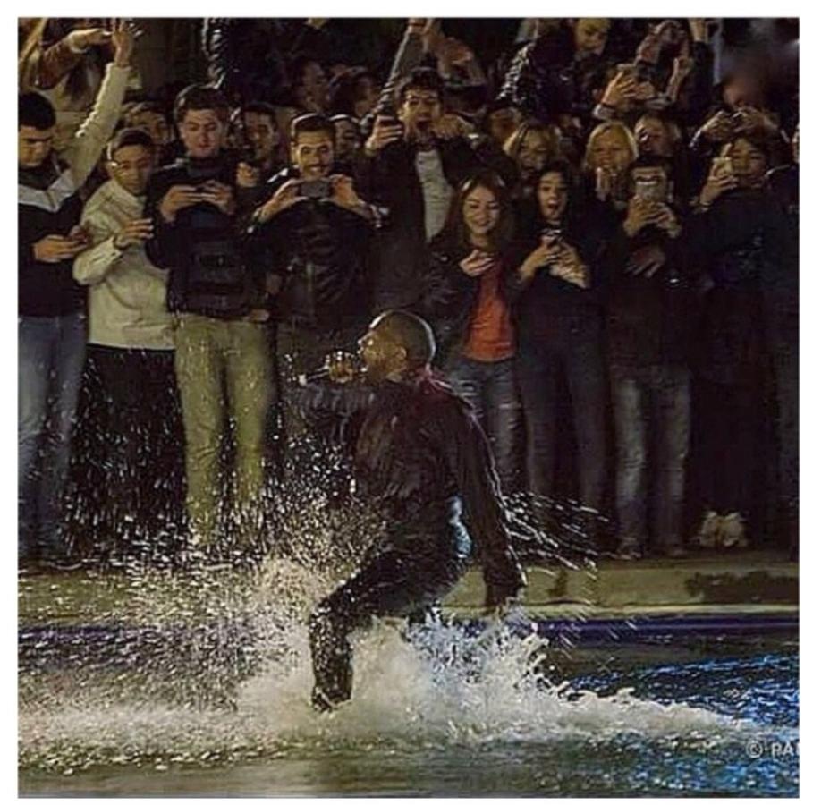 Канье Уэст устроил массовые купания в центре Еревана