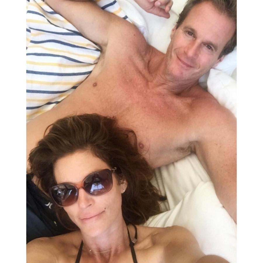 Синди Кроуфорд отдыхает с семьей на Багамах