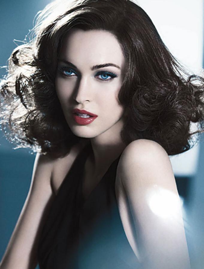 Меган Фокс для рождественнской кампании косметики Armani