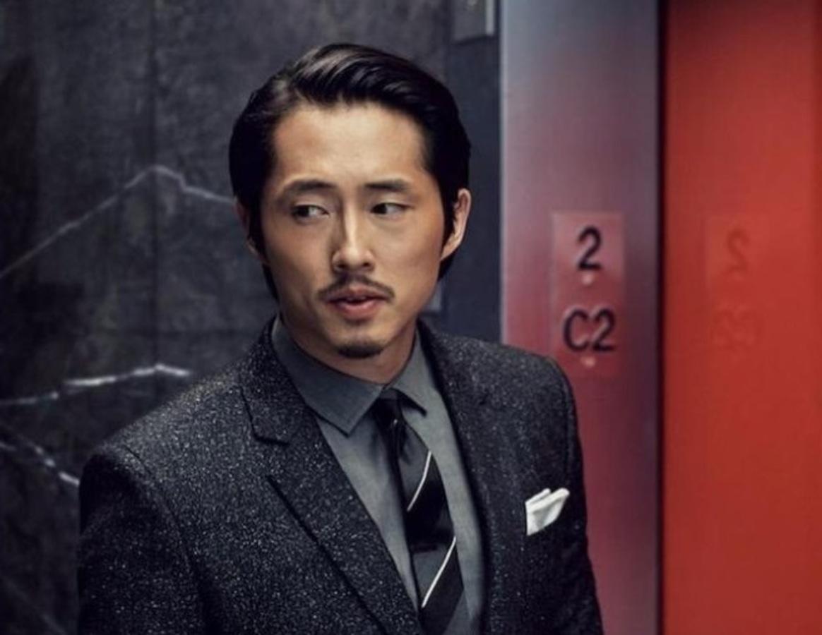 Звезда «Ходячих мертвецов» Стивен Ён в фотосессии для GQ (декабрь 2016)