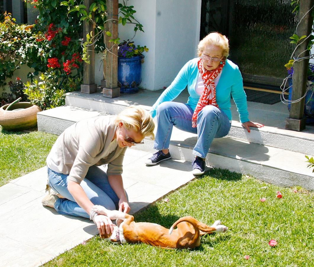 Кэтрин Хайгл с мамой в Лос-Анджелесе