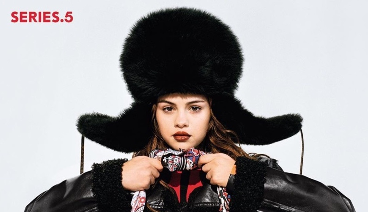 Селена Гомес в шапке-ушанке снялась в рекламе Louis Vuitton
