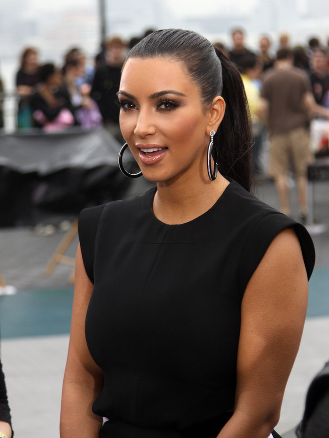 Ким Кардашиан планирует похудеть на два размера