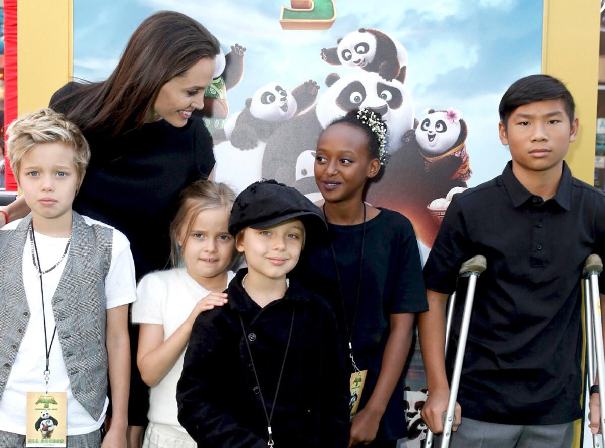 Анджелина Джоли призналась, что не хотела становиться матерью