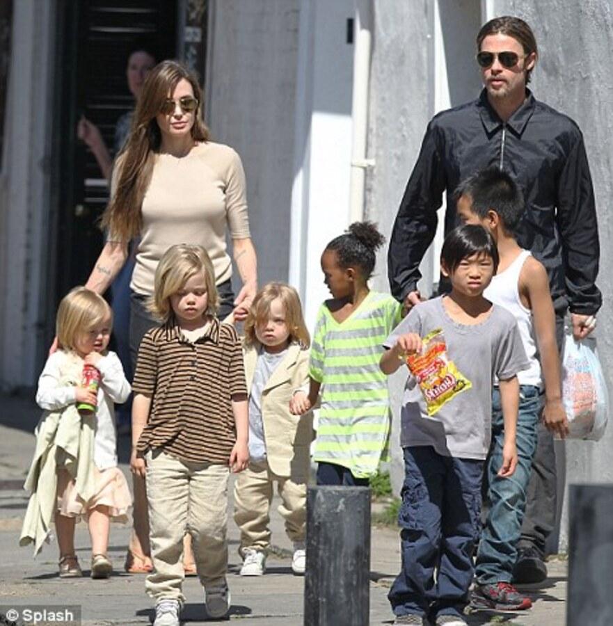 Брэд Питт и Анджелина Джоли тратят 10 миллионов долларов в год на детей