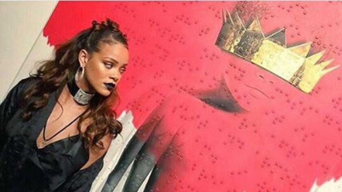 Рианна представила обложку и название нового музыкального альбома