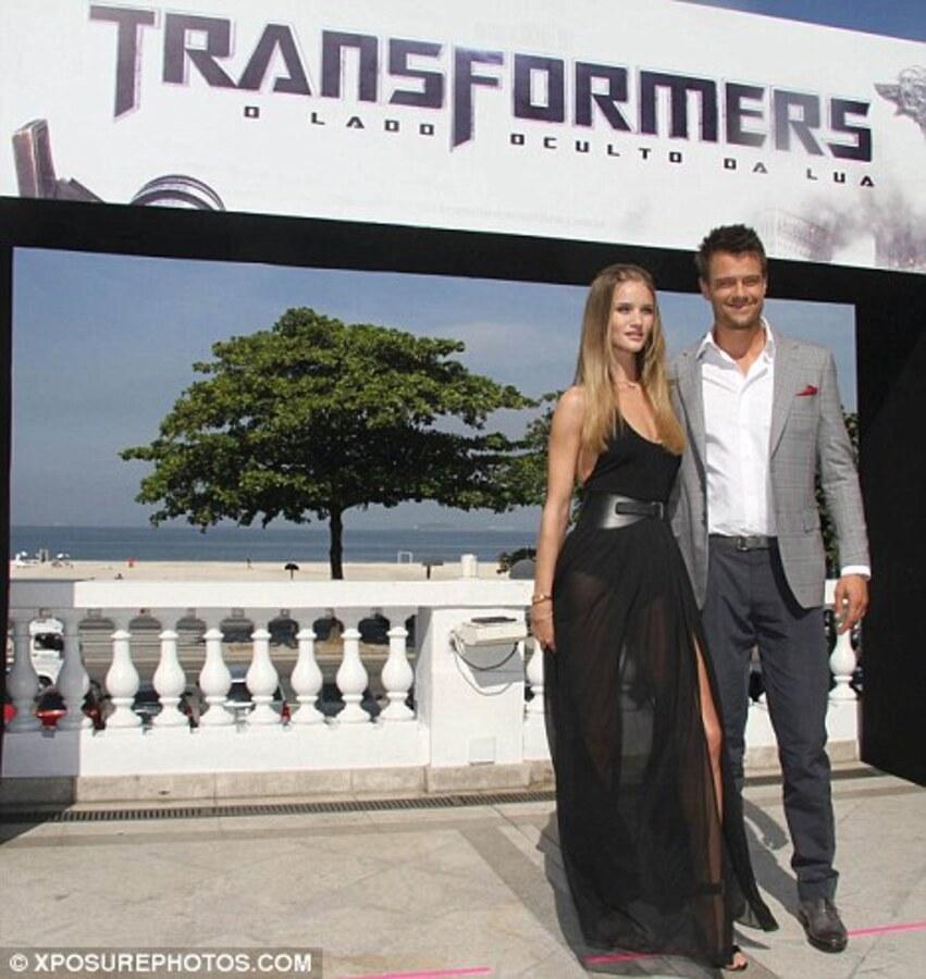 """Джош Дюамель и Роузи Хантингтон-Уайтли представили фильм """"Трансформеры 3: Темная сторона Луны» в Рио-де-Жанейро"""