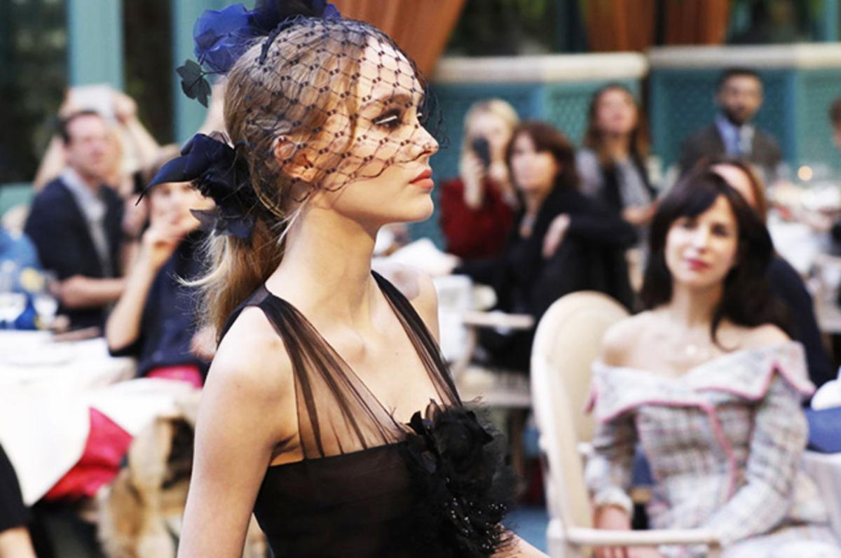 Лили-Роуз Депп дебютировала на подиуме на показе Chanel