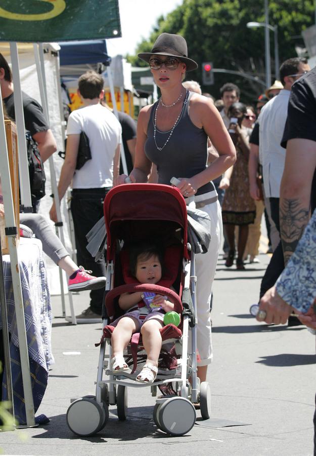 Кэтрин Хайгл с семьей в Лос-Анджелесе