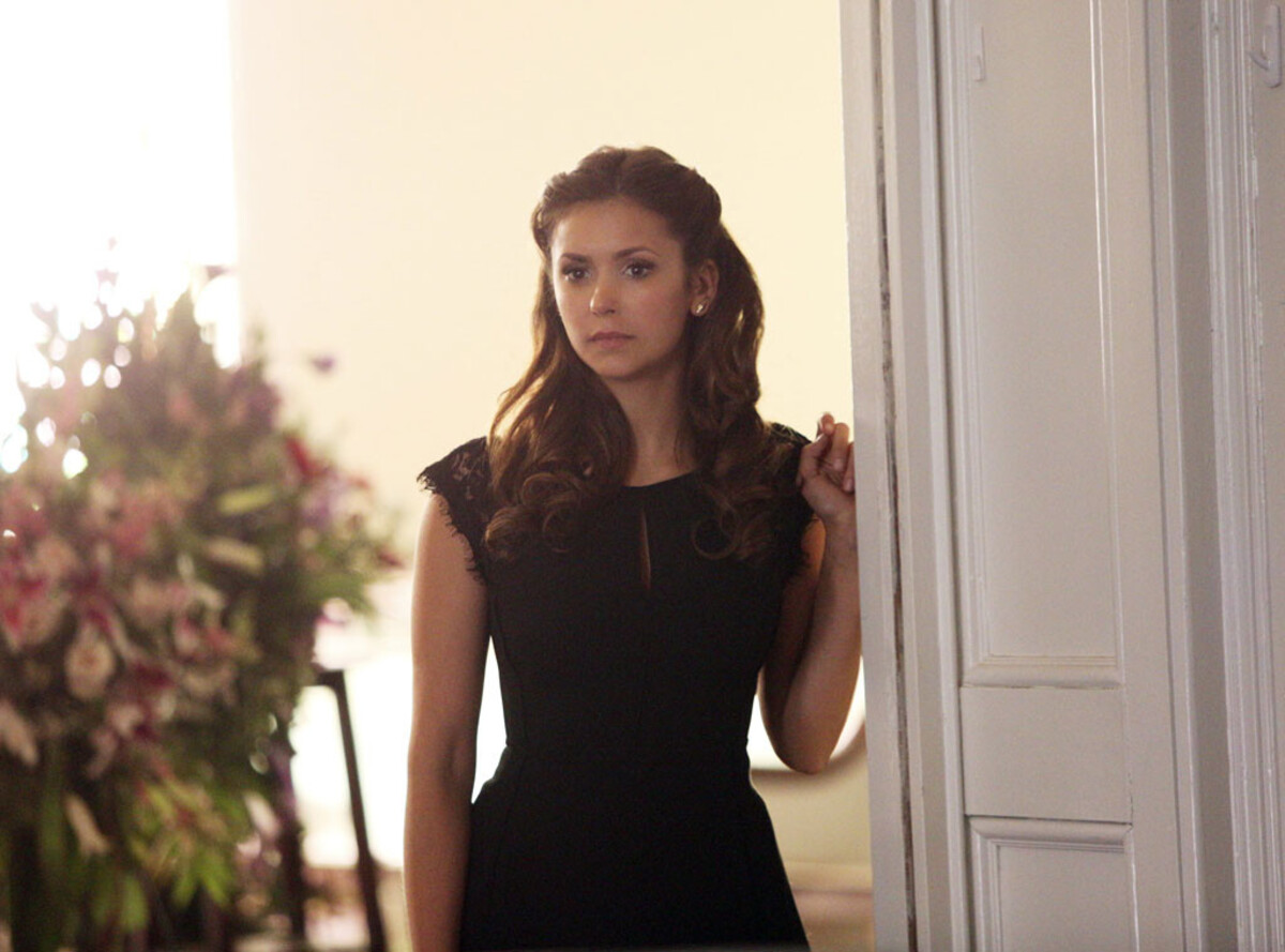 "Руководство CW не уверено в возвращении Нины Добрев в ""Дневники вампира"""