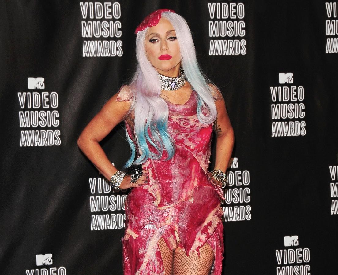 «Мясное» платье Леди Гаги превратилось в деликатес