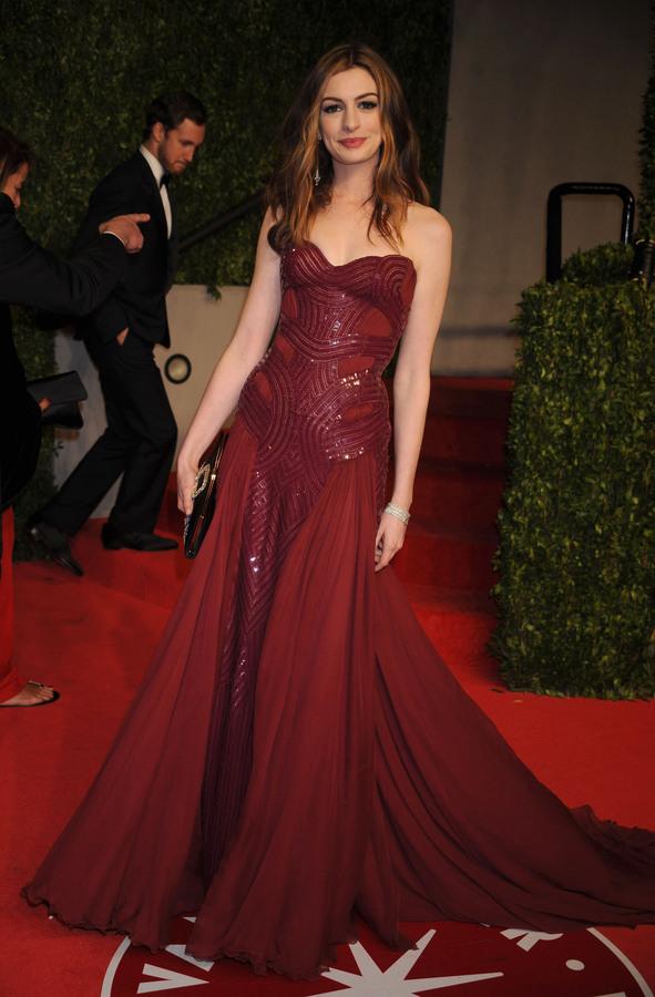 Энн Хэтэуэй и ее наряды на церемонии Оскар 2011