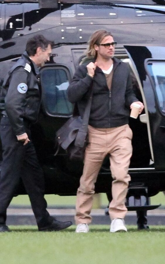 Брэд Питт нанял вертолет, принадлежащий супермаркету