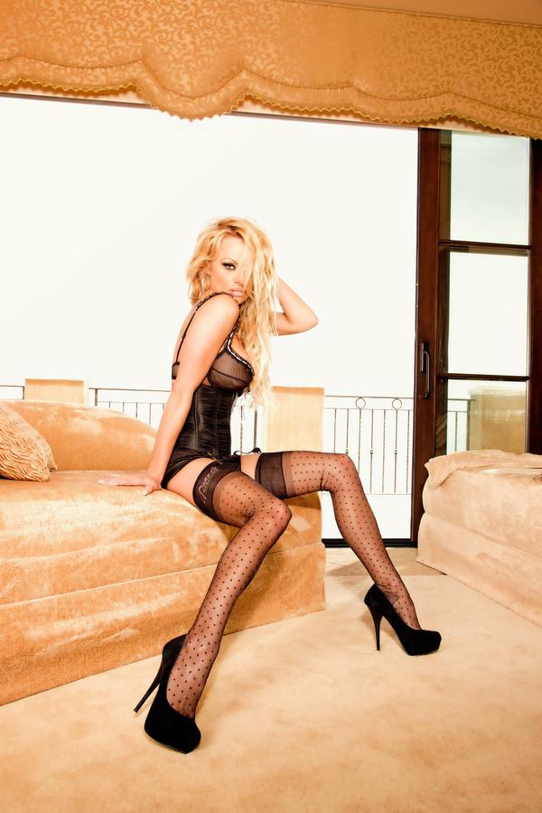 Памела Андерсон в рекламной кампании Secrets in Lace