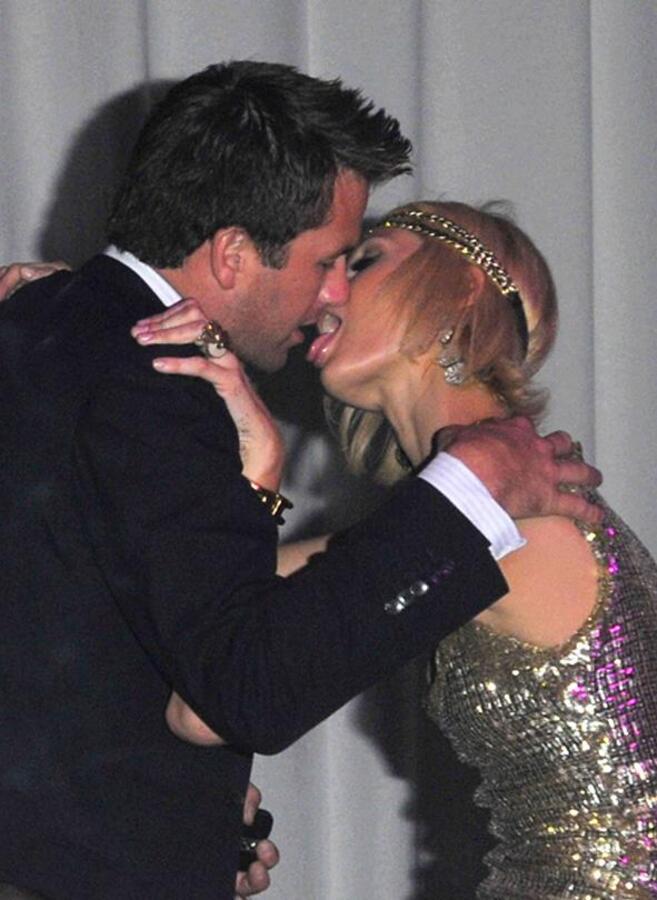 Пэрис целуется как лабрадор?