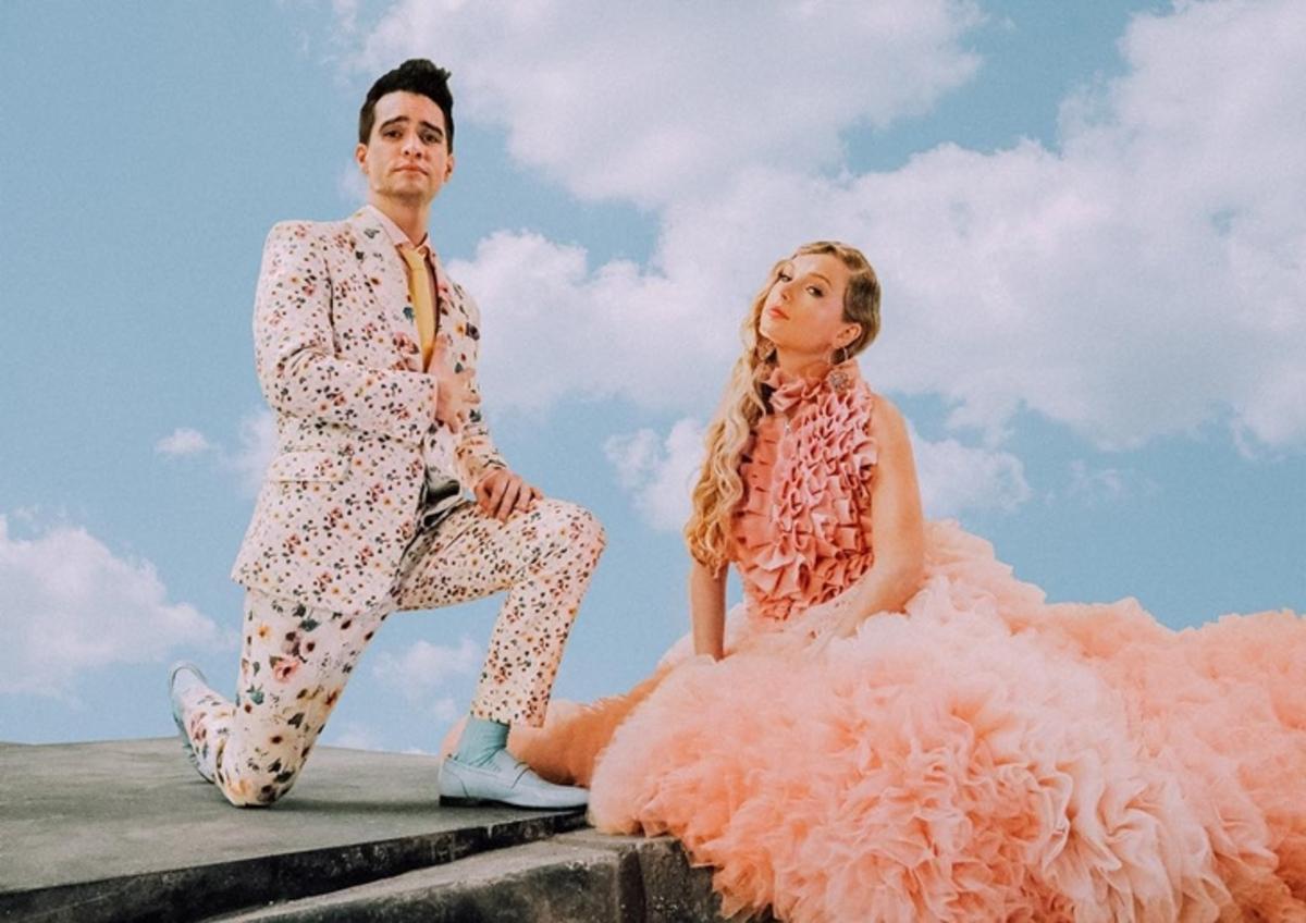 Тейлор Свифт объединилась с вокалистом  Panic! At The Disco Брендоном Ури в красочном клипе на песню Me!