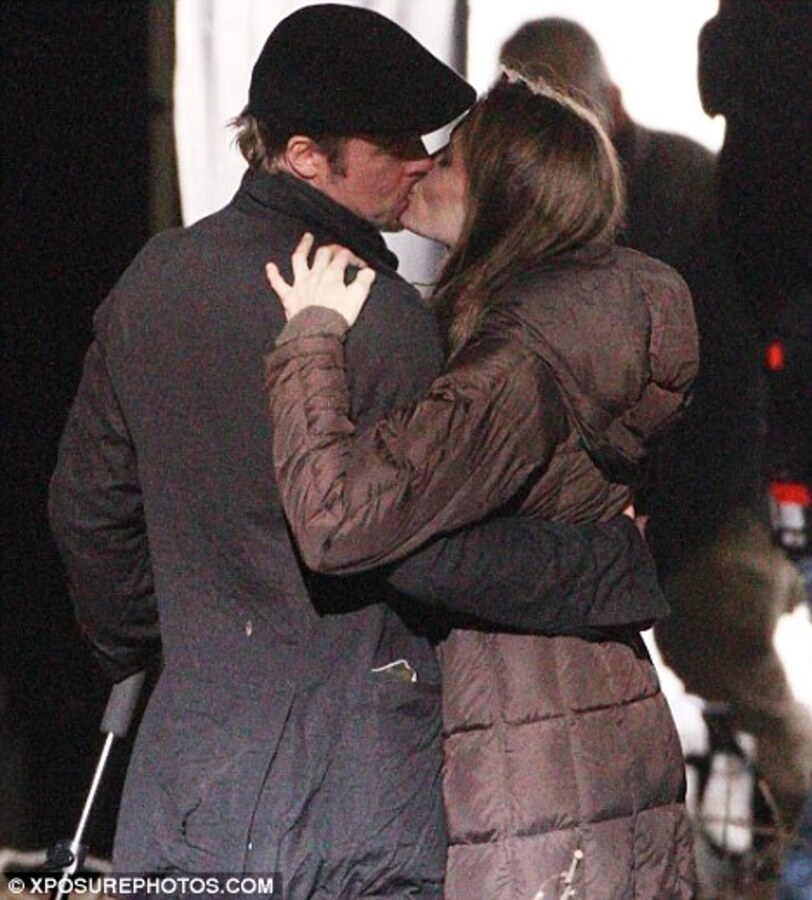 Анджелина Джоли и Брэд Питт не стесняются проявлять свои чувства