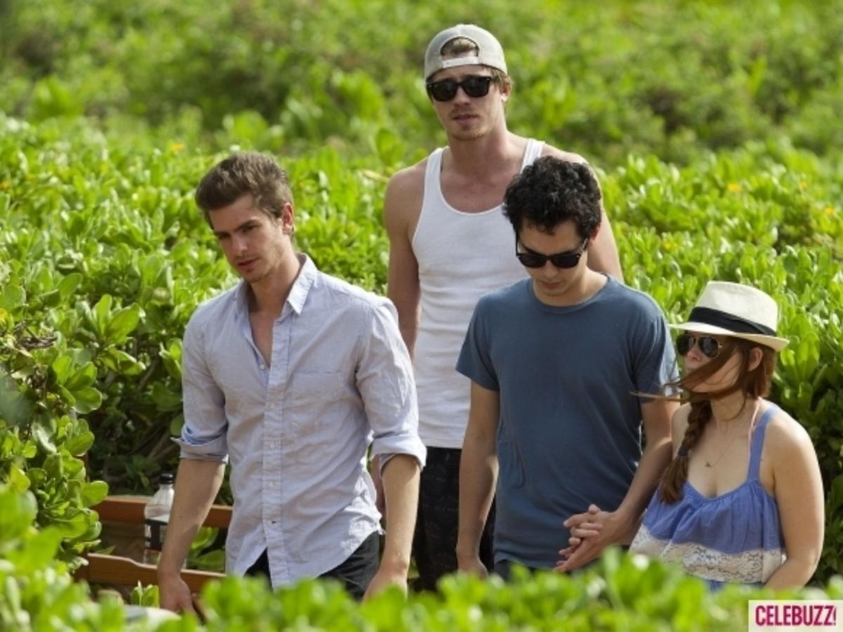Эндрю Гарфилд с друзьями в Мауи