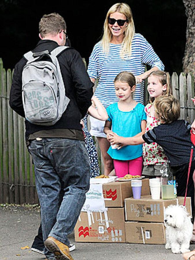 Гвинет Пэлтроу продавала лимонад, чтобы помочь животным