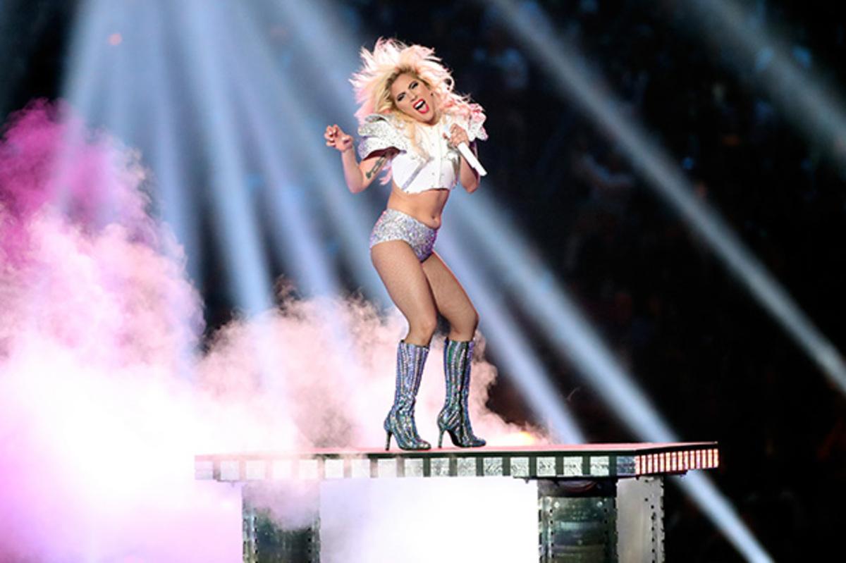 Леди Гага отправится в мировой концертный тур в августе 2017