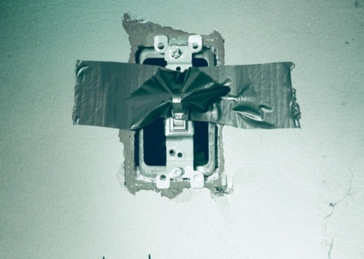 Второй дублированный трейлер фильма ужасов «И гаснет свет»