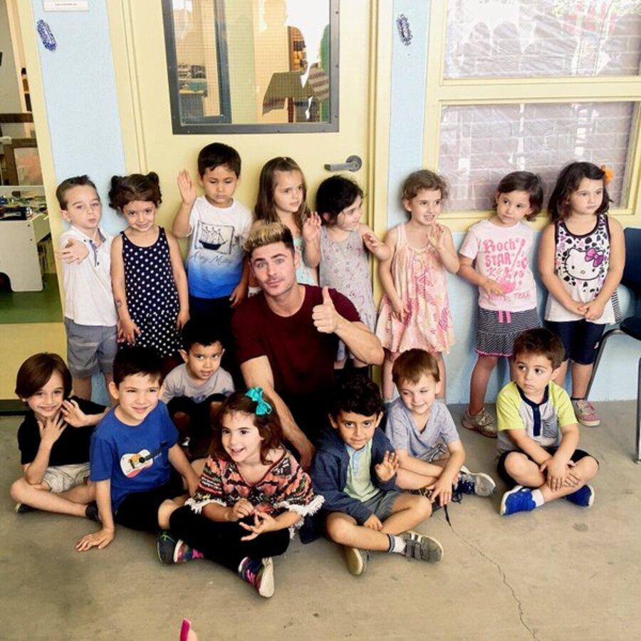 Зак Эфрон призывает детей не прогуливать школу
