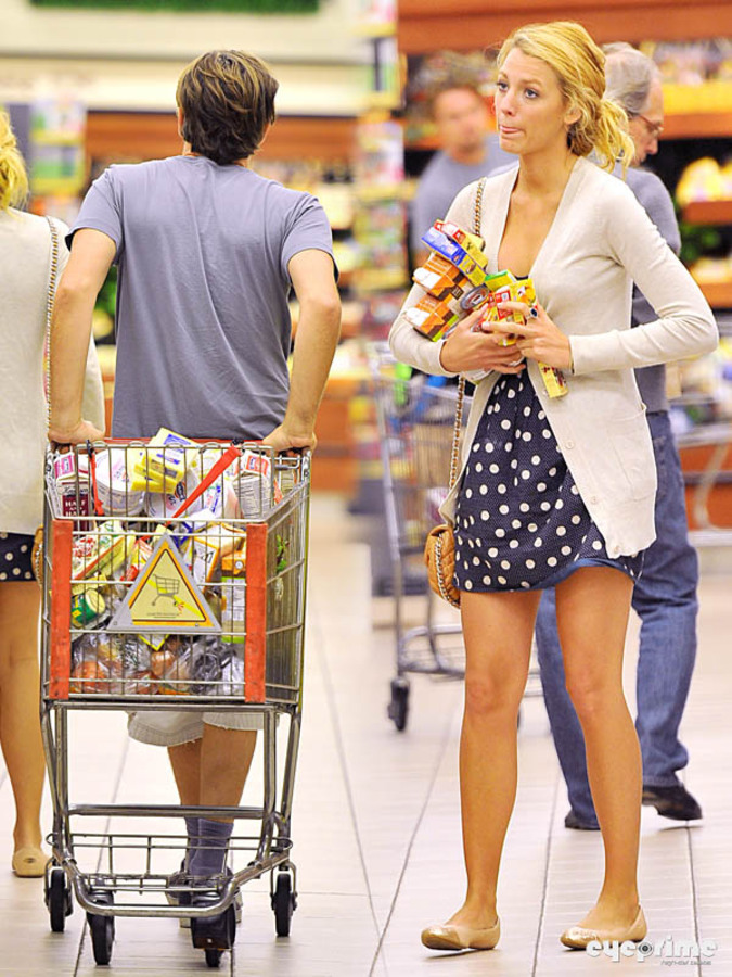 Блэйк Лайвли вместе с Лео в супермаркете
