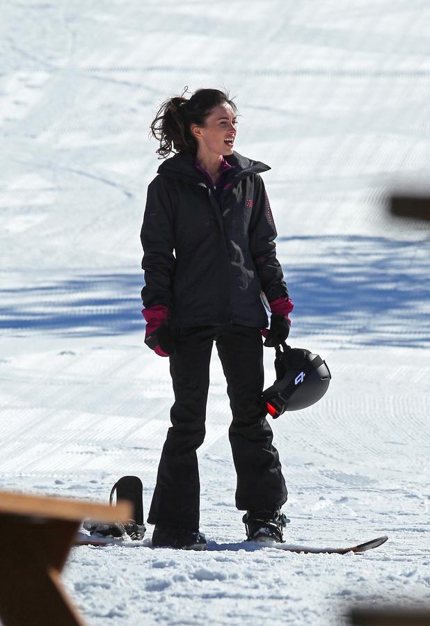 Меган Фокс встала на сноуборд