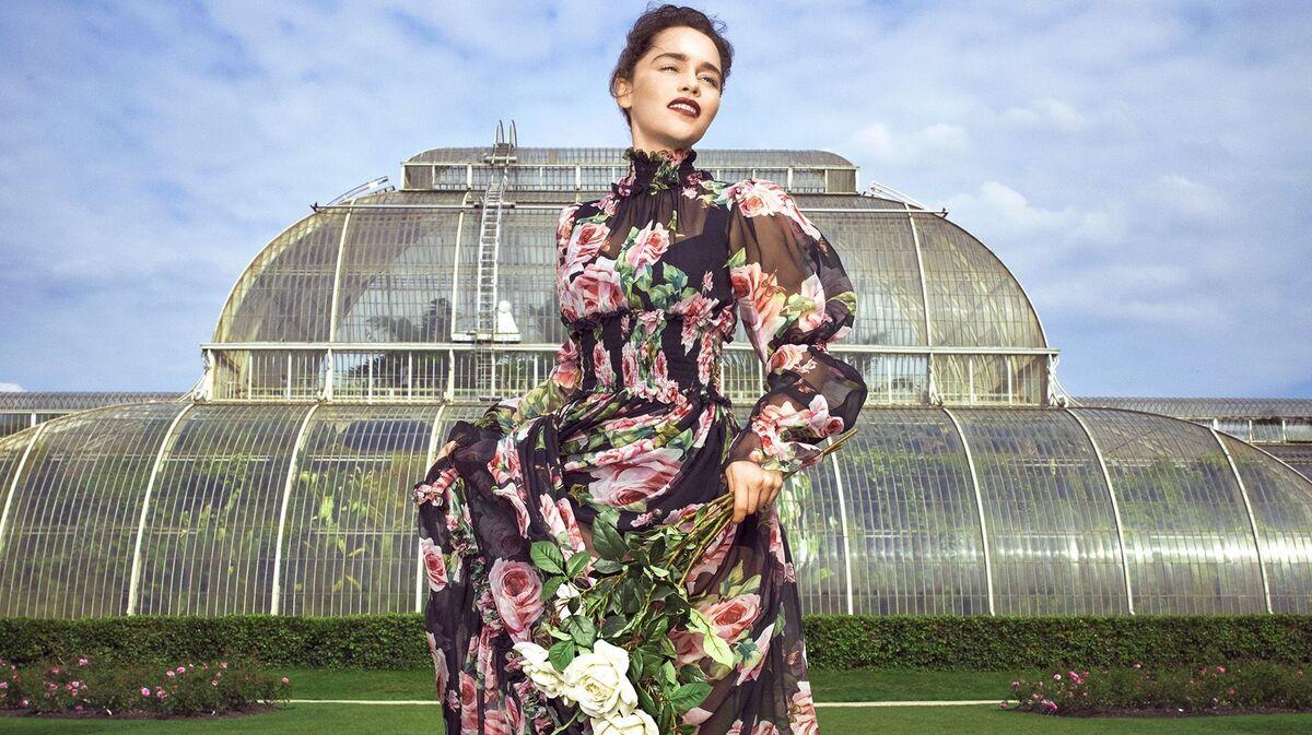 Эмилия Кларк украсила обложку декабрьского Harper's Bazaar