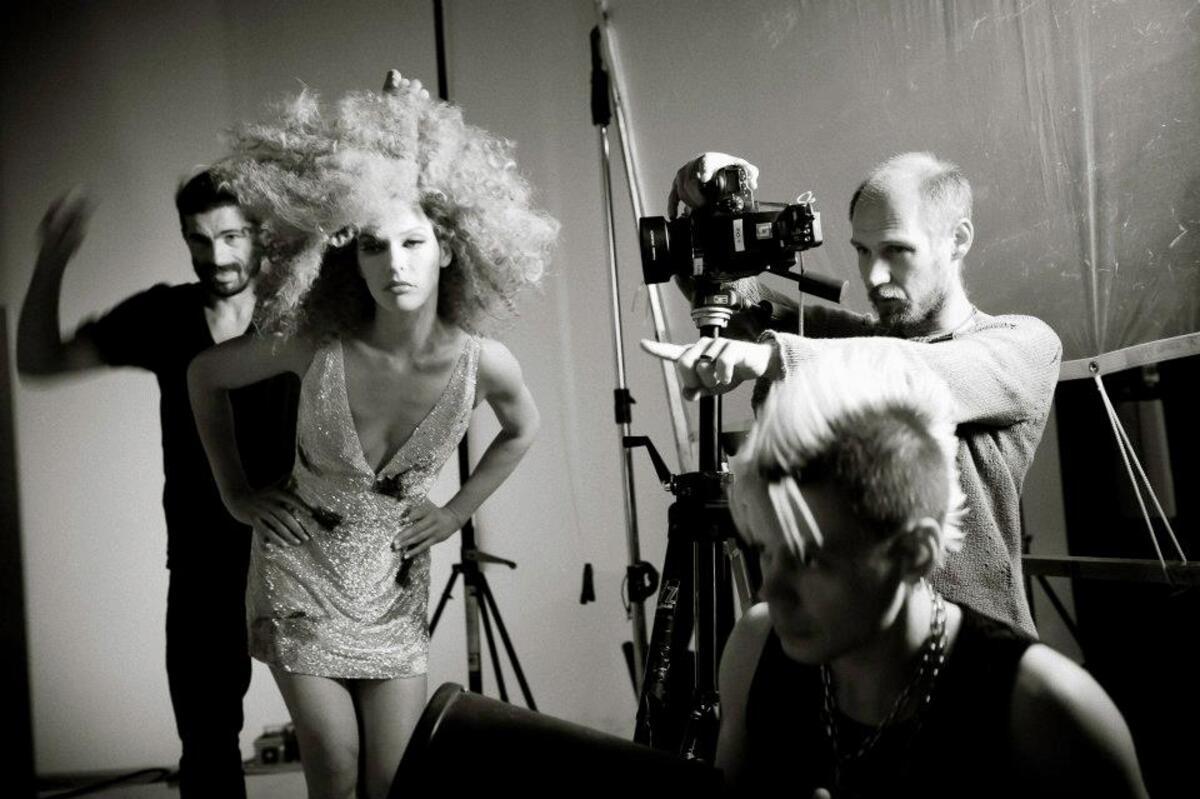 Милла Йовович на съемках календаря Campari 2012