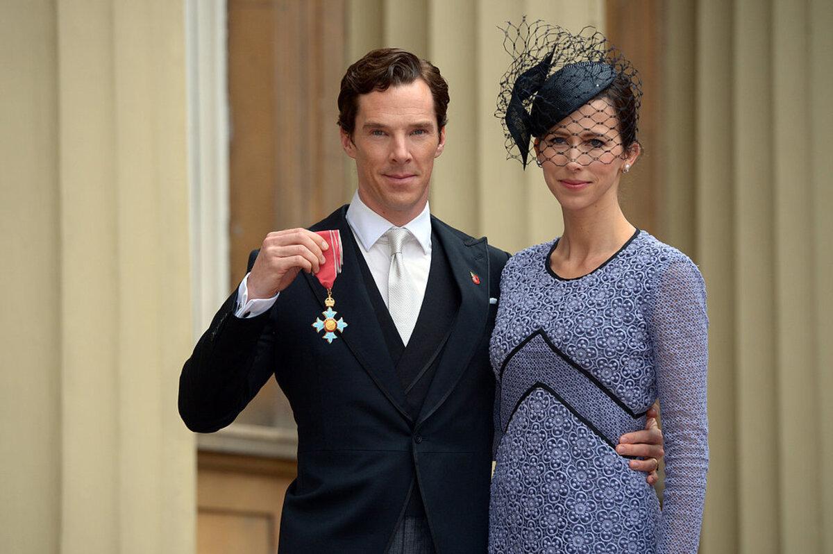 Фото: Бенедикт Камбербэтч на церемонии вручения ордена в Букингемском дворце