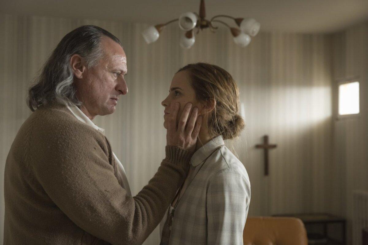 Новый фильм Эммы Уотсон с грохотом провалился в Великобритании