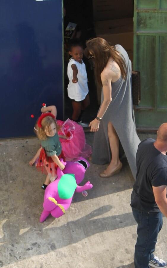 Анджелина Джоли с детьми на Мальте