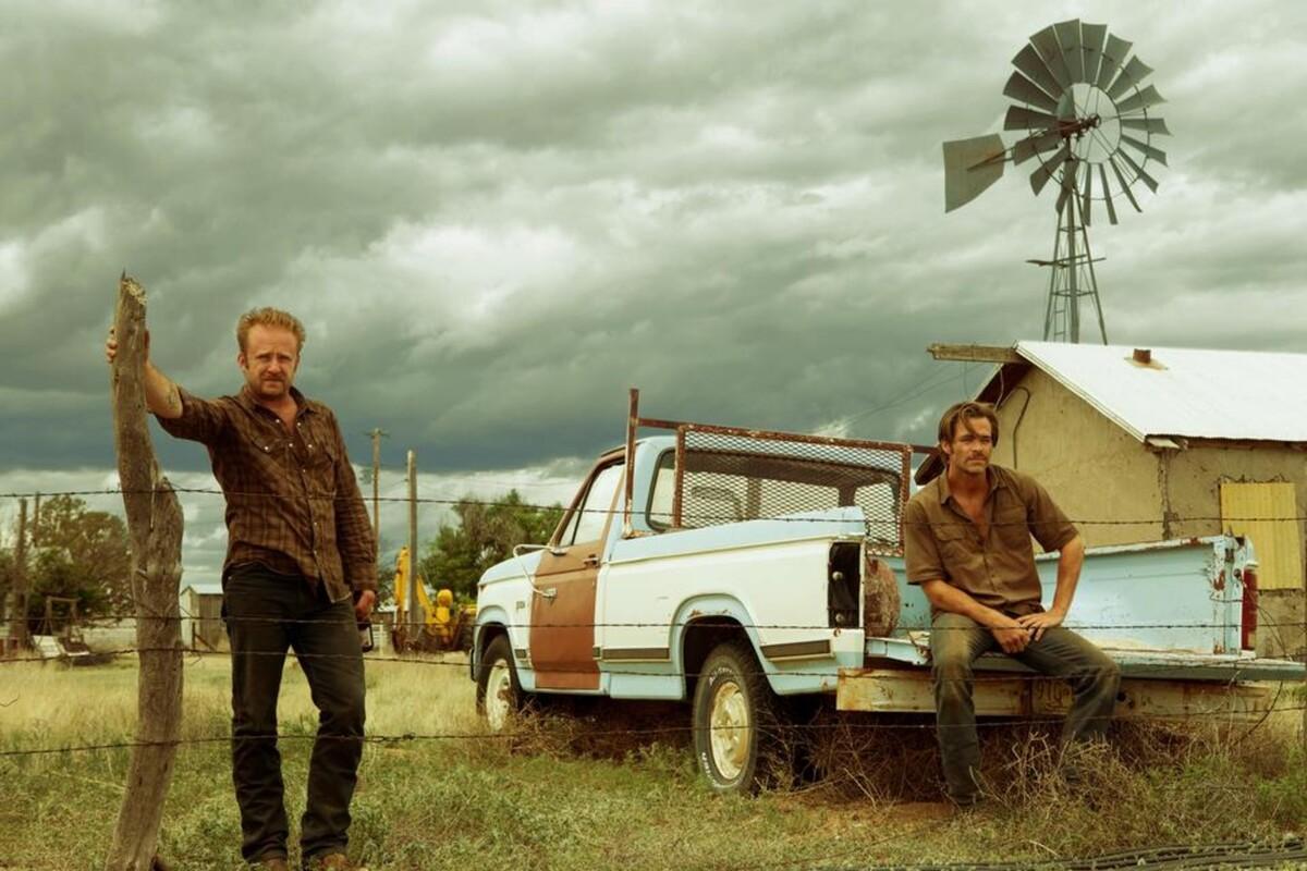 Крис Пайн и Джефф Бриджес в дублированном трейлере фильма «Любой ценой»