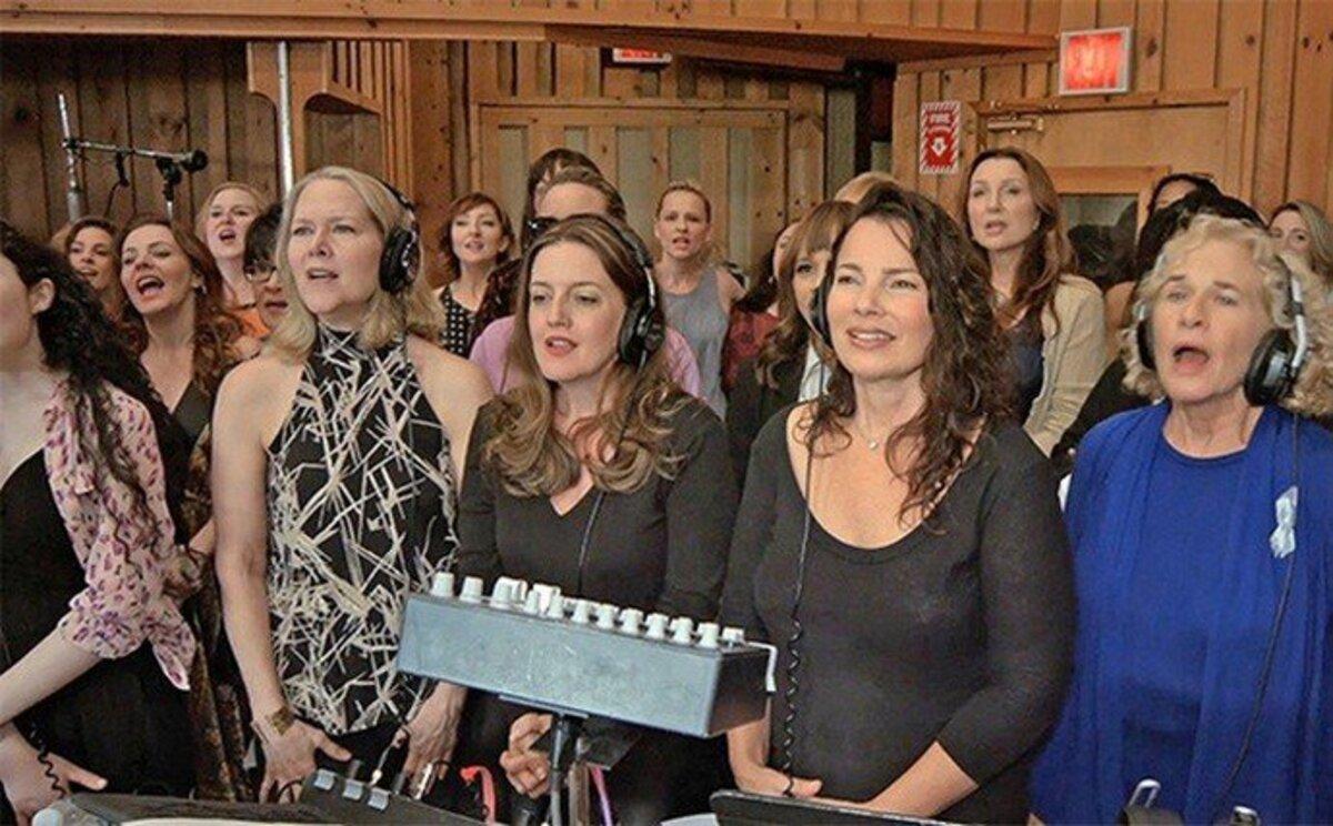 Сара Джессика Паркер, Вупи Голдберг и другие звезды записали песню памяти жертв Орландо