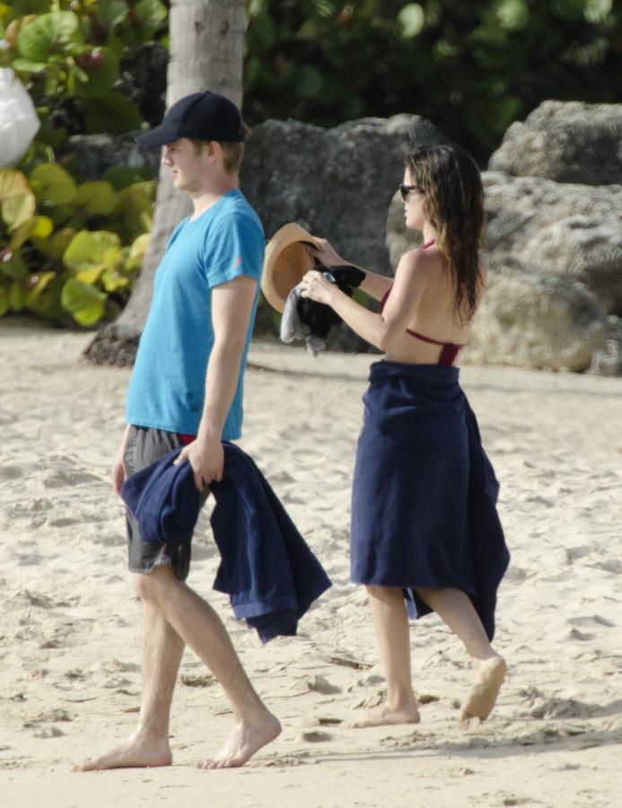 Хайден Кристенсен и Рэйчел Билсон на Барбадосе